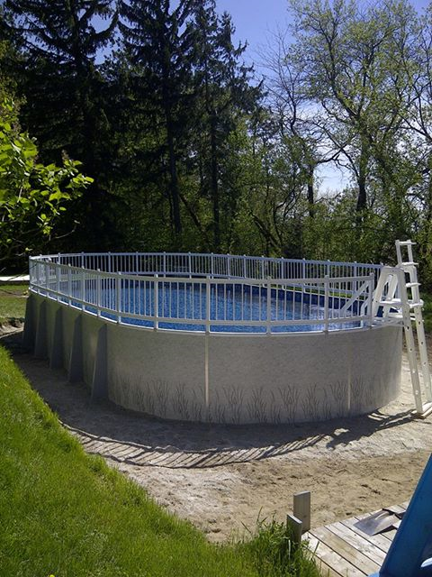 Radiant pool with fencing resized 600